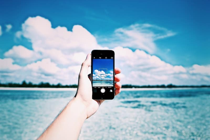 beach-cellphone-close-up-861132